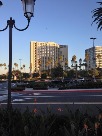 Island Hotel Newport Beach: the hotel from the fashion island