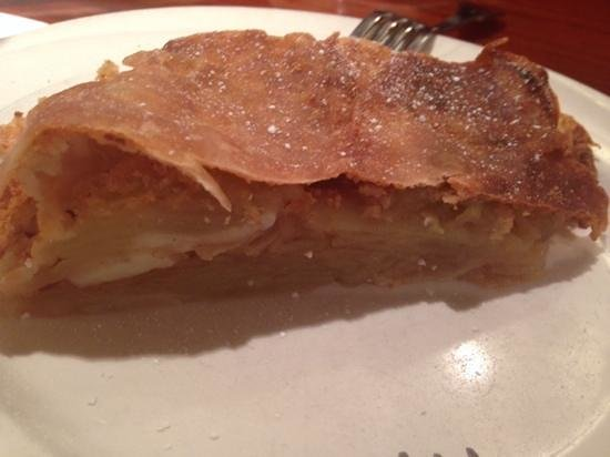 Cafe Mozart & Bar : apple strudel