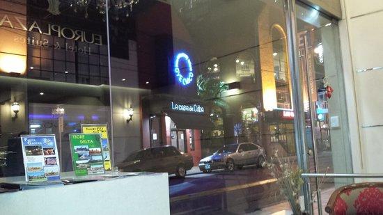 Europlaza Hotel & Suites : Europlaza, rua em frente vista da recepção