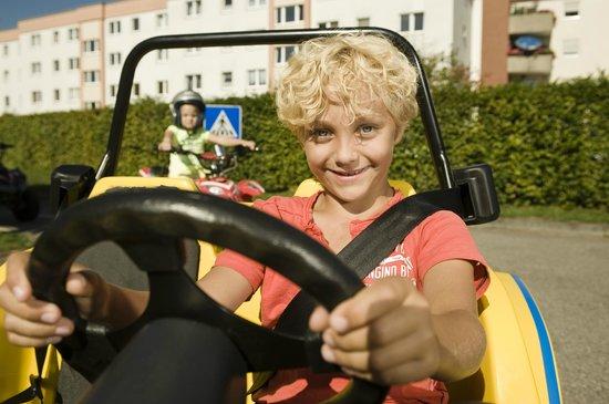 Kiddi-Car: 3-Punkt Sicherheitsgurte in den Autos