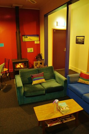 Sequoia Lodge: The cosy Lounge and Dining Room