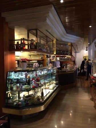 Hotel Aurora: Кафе в отеле