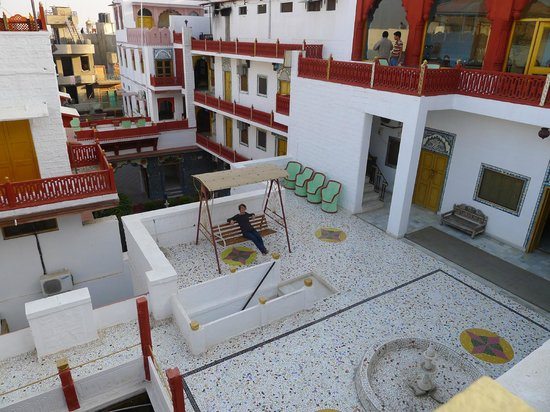 Krishna Prakash Heritage Haveli: la cour de l'hôtel