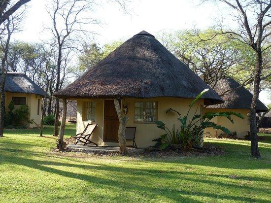 Mziki Safari Lodge: Rondavel