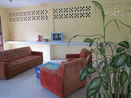 Rainforest Haven Inn : Lounge room