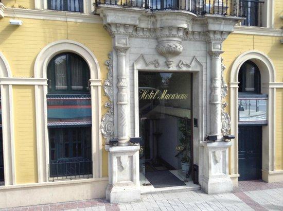 Hotel Sevilla Macarena: L'entrée principale de l'hôtel