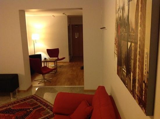 Quality Hotel Vanersborg: Fra soverom til stue