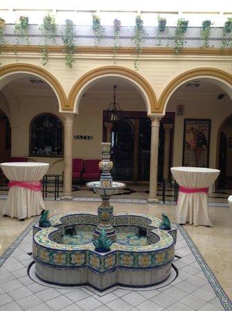 Hotel Sevilla Macarena: Dans le lobby de l'hôtel