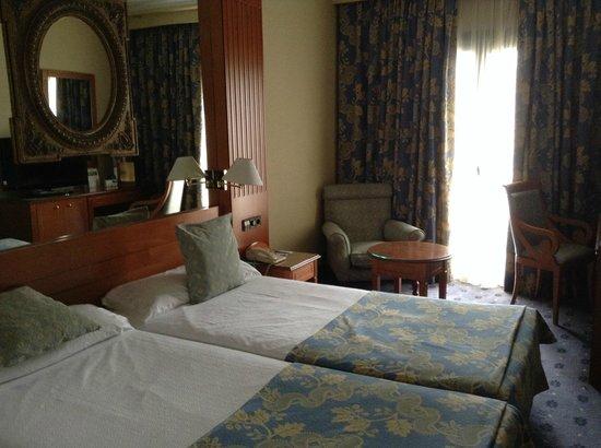 Hotel Sevilla Macarena: La chambre - toute petite