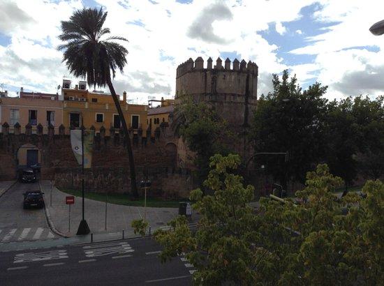 Hotel Sevilla Macarena: La vue de notre chambre