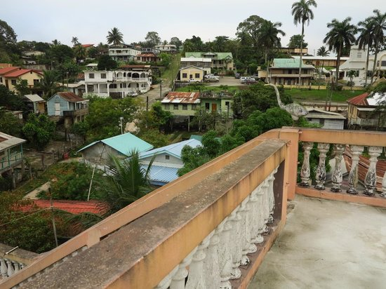 Rainforest Haven Inn: View from Roof terrace