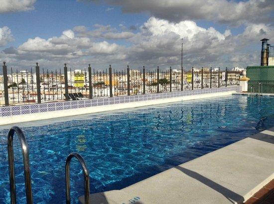 Tryp Macarena: La piscine sur le toit