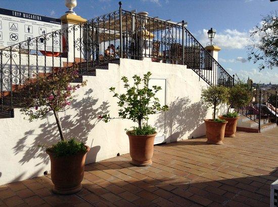 Hotel Sevilla Macarena: Espace extérieure sur le toit de l'hôtel