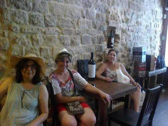 Zona d'Ombra: despues de tuor una buena copa de vino