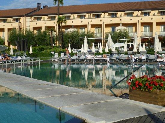 Hotel Caesius Thermae & Spa Resort : vista casa principale dal giardino