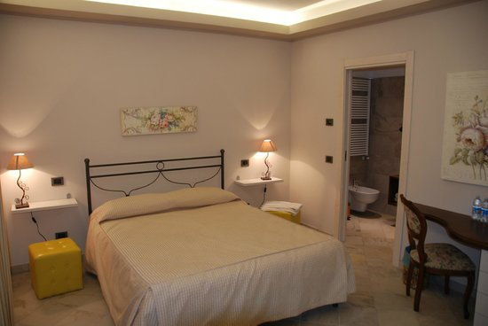 La Rocca Residence : La Rocca: room with bed