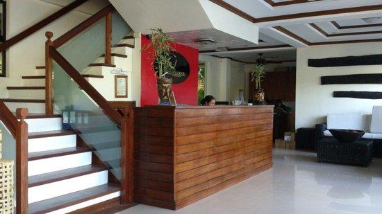 Ipil Suites Puerto Princesa: Лобби