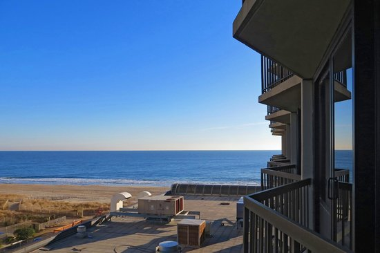 Clarion Resort Fontainebleau Hotel: view of ocean from wedge balcony