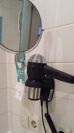 Mercure Hotel Düsseldorf City Center: hair dryer