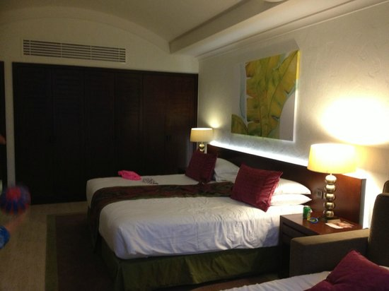JA Jebel Ali Beach Hotel: extra large beds