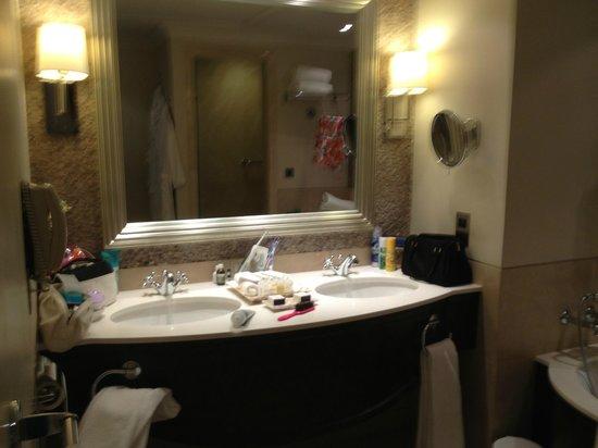 JA Jebel Ali Beach Hotel: bathroom