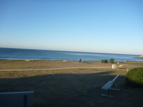 Cavalier Oceanfront Resort : View at front of hotel.