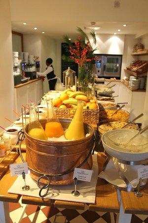 Hotel Das Weitzer: Breakfast buffet