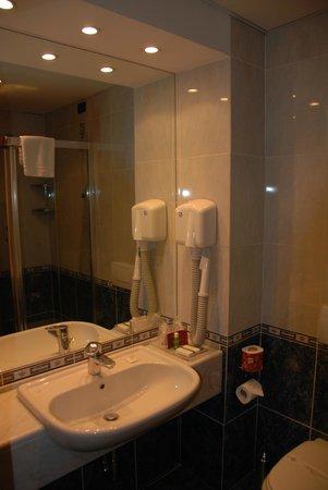 Pacific Hotel Fortino: detail bathroom