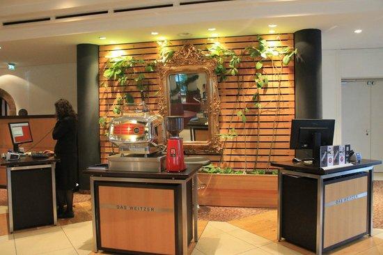 Hotel Das Weitzer: Hotel reception
