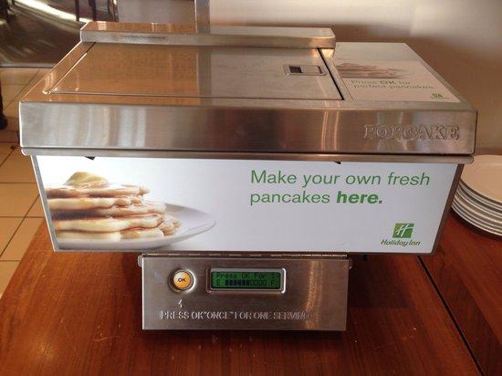 Holiday Inn Cambridge: The super pancake machine