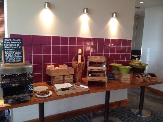 Holiday Inn Cambridge: Bread area
