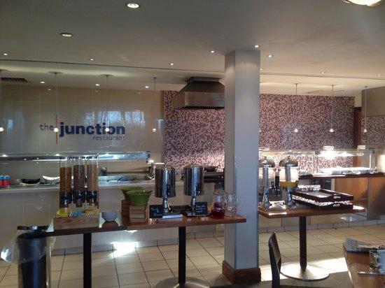 Holiday Inn Cambridge: Overall breakfast area