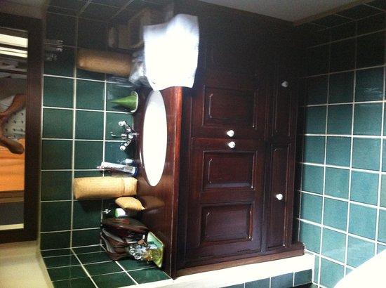 Satri House: Bathroom
