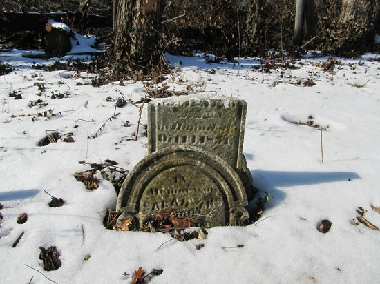 Haunted Hannibal and Historic Tours: old cemetery