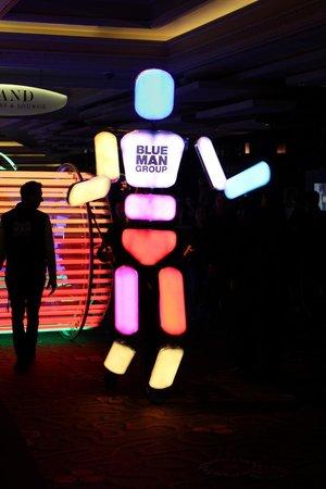 Monte Carlo Resort & Casino : Parade du Blue Man Group au Monte Carlo Hotel