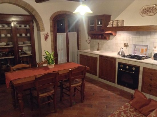 Villa Le Torri: Our Kitchen and Dining area
