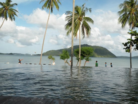 The Vijitt Resort Phuket: infinity pool
