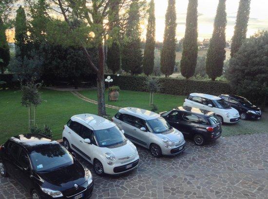 Villa Le Torri: Parking area