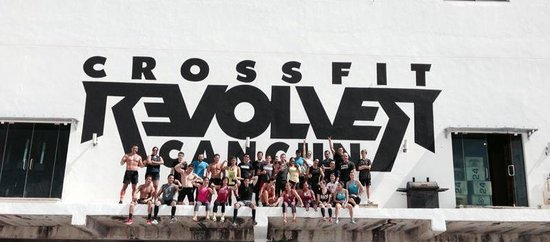 CrossFit Revolver Cancun: Our big sign on the street