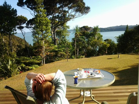 Cherry Bay Lodge: Breakfast overlooking the bay