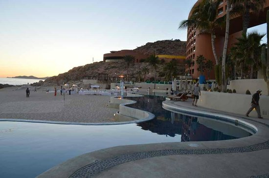 Westin Resort & Spa Los Cabos : One of the infinity pools overlooking the beach