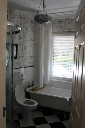 The Old Presbytery: Our bathroom, with rain shower head and claw foot tub!