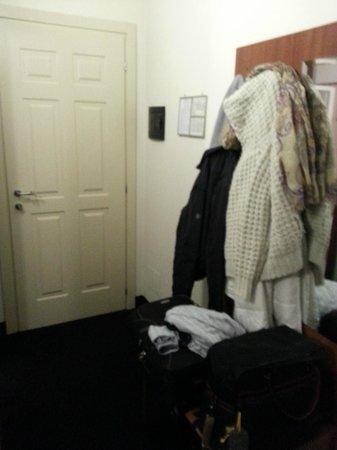 Hotel Urbani : Front door