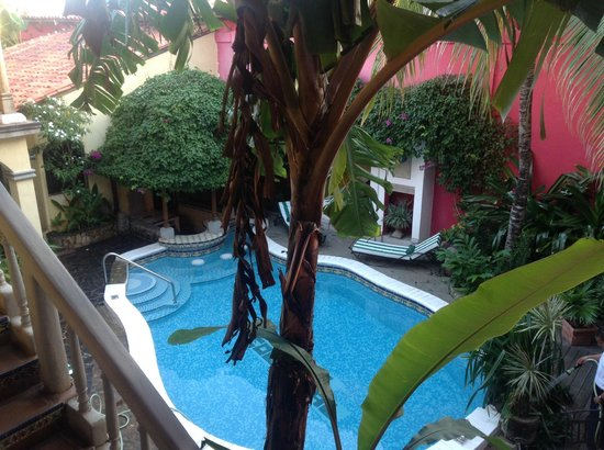 Hotel Colonial: Pool from balcony outside room-early morning reading space
