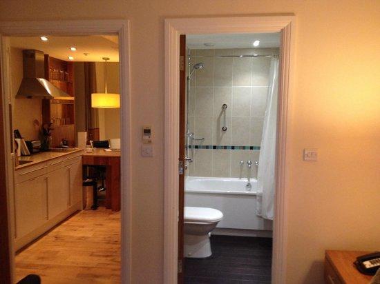 Staybridge Suites Liverpool: Room and Bathroom