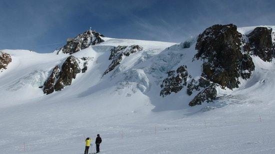 Zermatt-Matterhorn Ski Paradise: Blick vom Theodulgletscher zum kl. Matterhorn