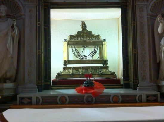 Saint-Pierre-aux-Liens (San Pietro in Vincoli) : The chains of St. Peter