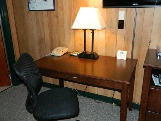 Sleepy Time Motel: Spacious Work Area