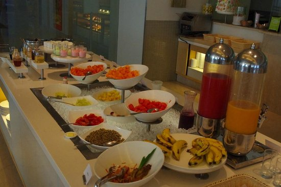 The Raintree Hotel - Anna Salai : Fruits and salad table at the Kitchen