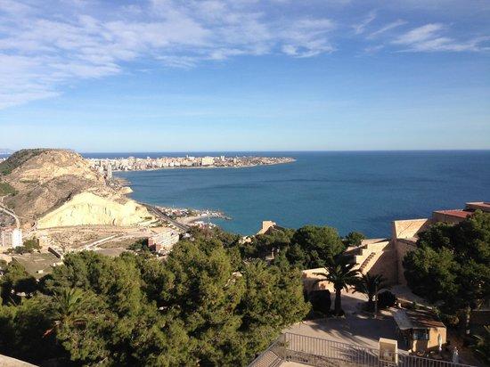 Castillo de Santa Bárbara: Vista do Castelo de Santa Bárbara em Alicante
